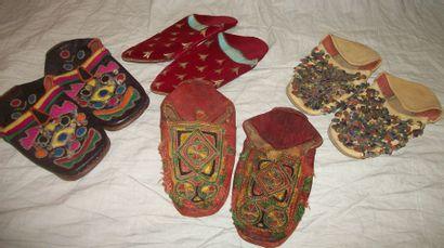 Réunion de quatre paires de babouches, Maroc,...