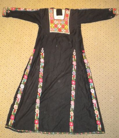 Robe bédouine, Palestine, toile noire brodée...