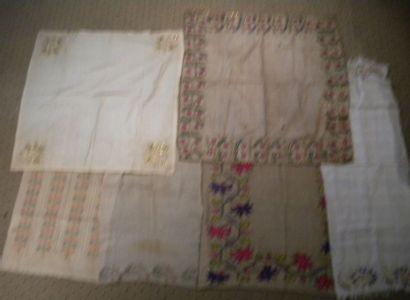 Réunion de cinq serviettes rituelles et une...