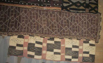 Trois tchak du Kasai, Congo, tissage de raphia...