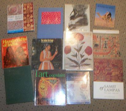 Réunion de douze livres sur l'Inde et divers...