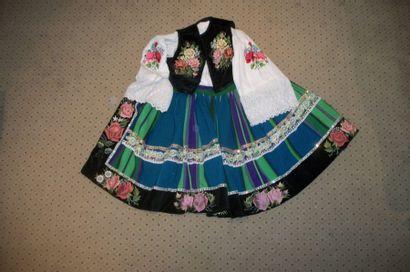 Costume de femme, Pologne, jupe en tapisserie...