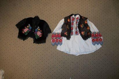 Gilet en damas et chemise en coton, Hongrie,...