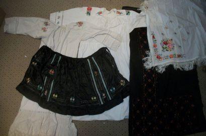 Robe, chemise, châle et tablier, Pologne,...