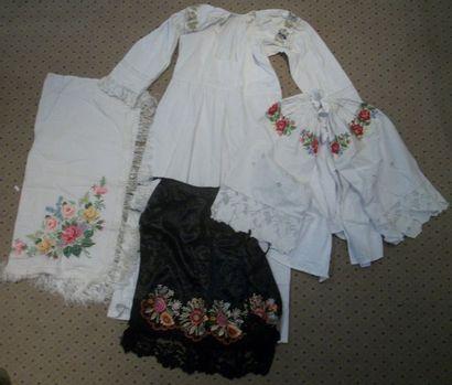 Robe, chemise, tablier et châle, Pologne,...