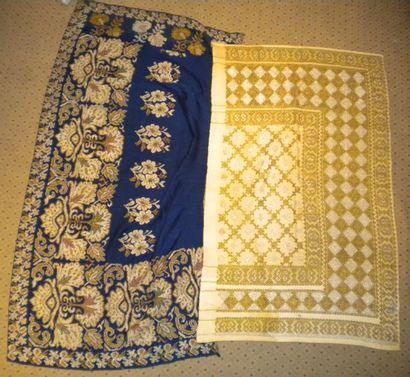Deux jupes, Roumanie, sergé de laine ivoire...