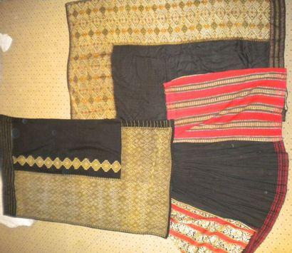 Trois jupes, Roumanie, drap de laine noire...