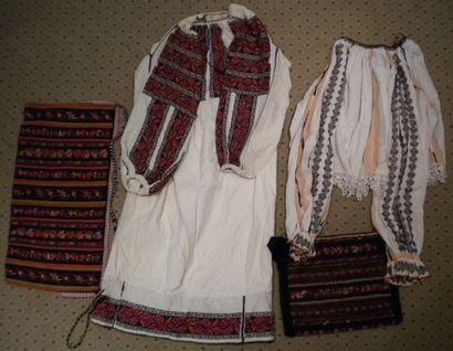 Robe, chemise, tablier et sac, Roumanie,...