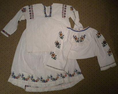 Jupe et deux chemises, Roumanie, coton brodé...