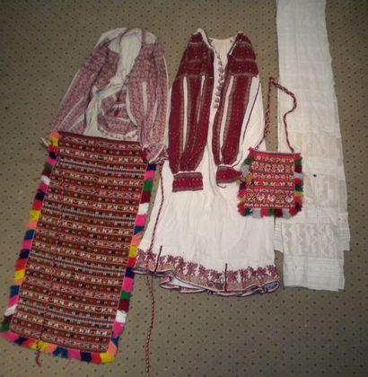 Robe, chemise, voile, sac et tablier, Roumanie,...