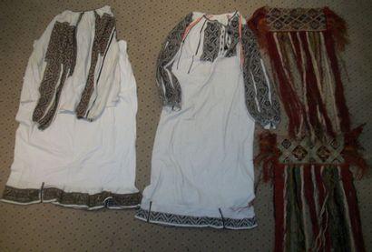 Robe, jupe, chemise et deux tabliers, Roumanie,...
