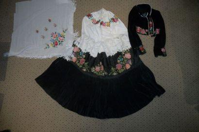 Costume de femme, Hongrie, Meze Kevech, jupe...