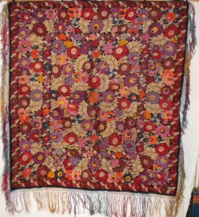 Châle, Hongrie, drap de laine noir brodé...