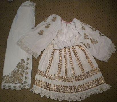 Jupe, chemise et deux châles, Slavonie, coton...