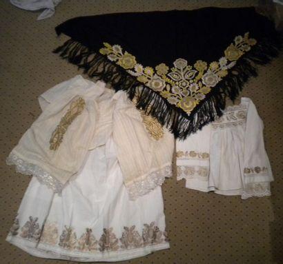 Jupe, deux chemises, Slavonie, coton brodé...