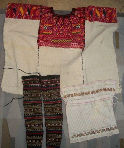 Réunion d'une chemise, Bulgarie, lin brodé...