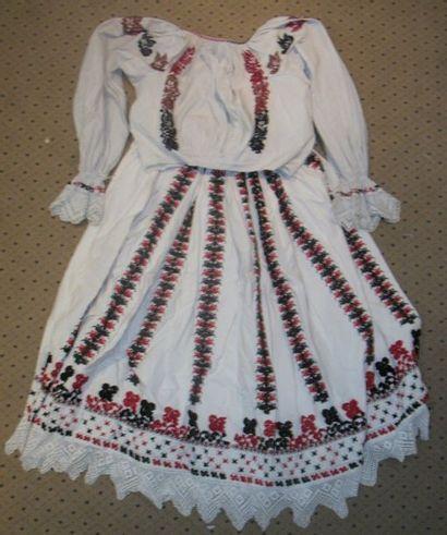 Jupe et chemise, Slovénie, toile coton blanc...