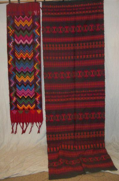 Deux couvre-chefs traditionnel de femme Maya,...