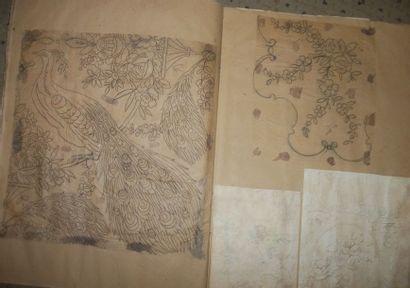 Deux albums de calques, quart de châle, fleurs,...