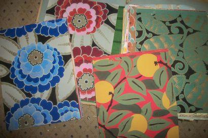 Album de papiers peints, circa 1930, fleurs,...