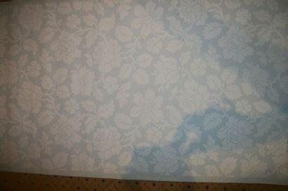 Métrage de vingt rouleaux de papier-peint,...