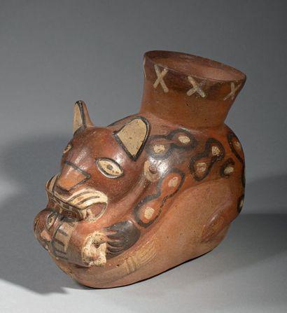 Vase représentant un jaguar Le corps du félin...