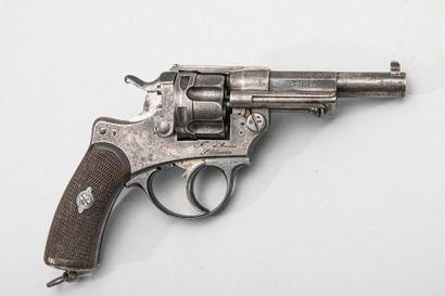 Revolver d'ordonnance modèle 1874.  Marqué...
