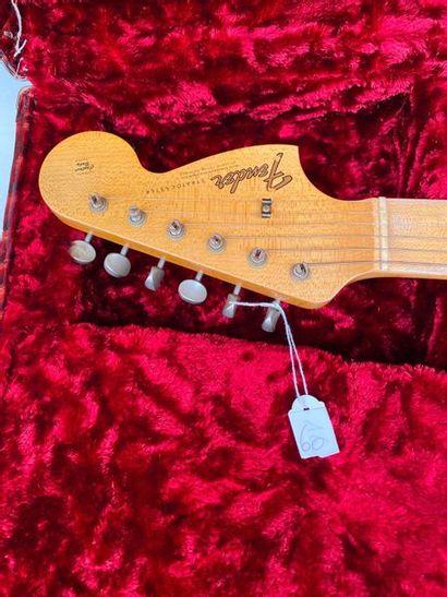 Guitare électrique solidbody de marque FENDER Custom shop modèle 66 Stratocaster...
