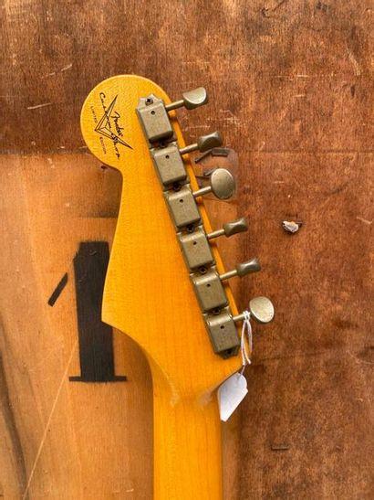 FENDER electric solidbody guitar Custom shop model Stratocaster 61 Relic, Ltd Edition,...