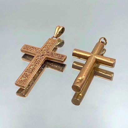 Deux PENDENTIFS « croix » en or jaune (750...