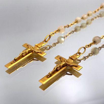Deux CHAPELETS en or jaune (750 millièmes)...