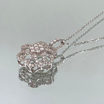 PENDENTIF « fleur » et sa chaînette en or...