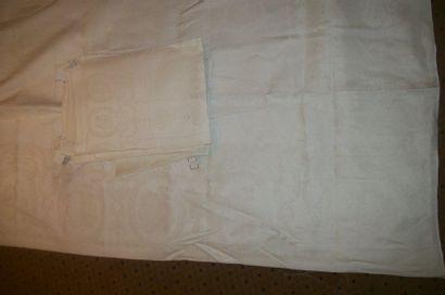Nappe damassée et ses douze serviettes, décor...