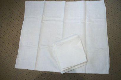 Suite de huit serviettes en damassé, décor...