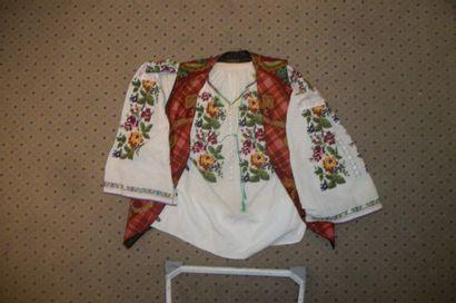 Chemise, Roumanie, coton brodé polychrome...