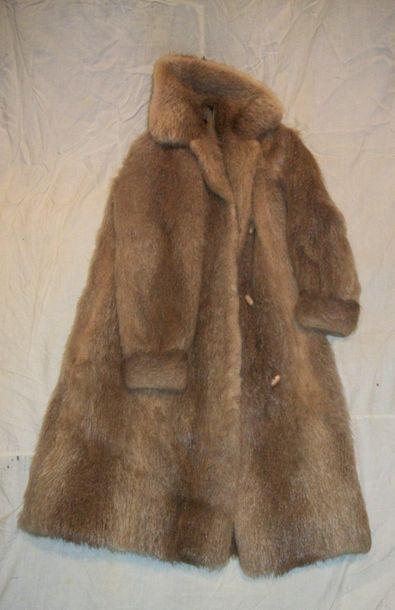 Manteau en Castor, griffé Revillon.