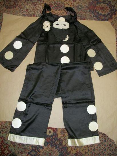 Costume de Pierrot en satin noir et blan...