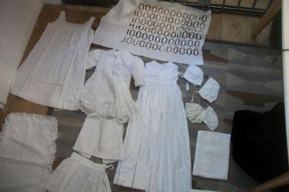 Réunion d'une robe de baptême, robe d'enfant,...