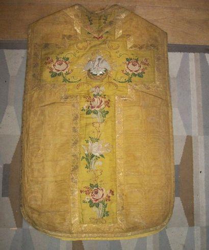 Chasuble en drap d'or, fin XIXème siècle,...