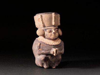 Vase représentant un chaman  Terre cuite...