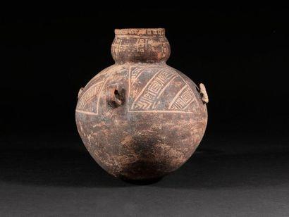 Vase gourde  Terre cuite beige à décor noir...