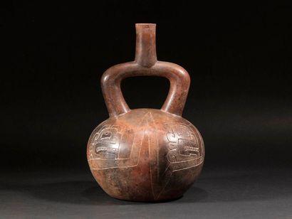 Vase étrier gravé  Terre cuite noire  Culture...