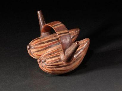 Vase représentant 2 fruits  Terre cuite polychrome...