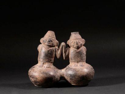 Vase à double panse représentant des Jumeaux...