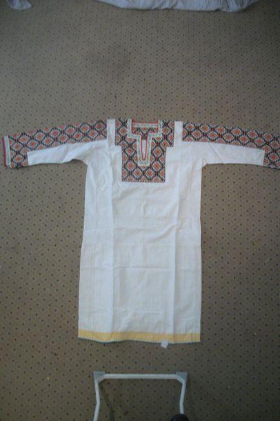 Chemise Goutzoul, Ukraine, coton blanc brodé...