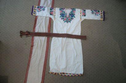 Deux chemises, étole et ceinture, Ukraine...