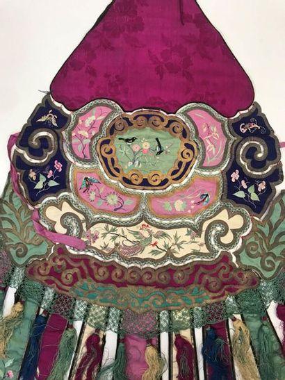 Deux Eléments de vêtement, Chine, dynastie Qing, XIXème siècle, bandes de satin...