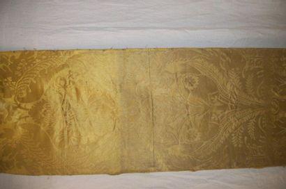 Lé de brocatelle jaune or, époque Louis XIV,...