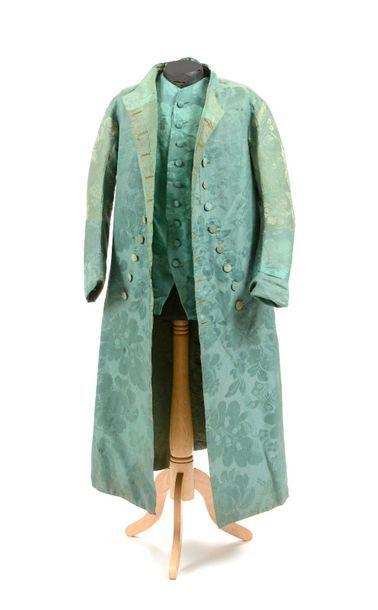 Manteau d'intérieur et gilet, époque Louis...