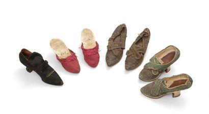 Trois paires de souliers et un soulier de...
